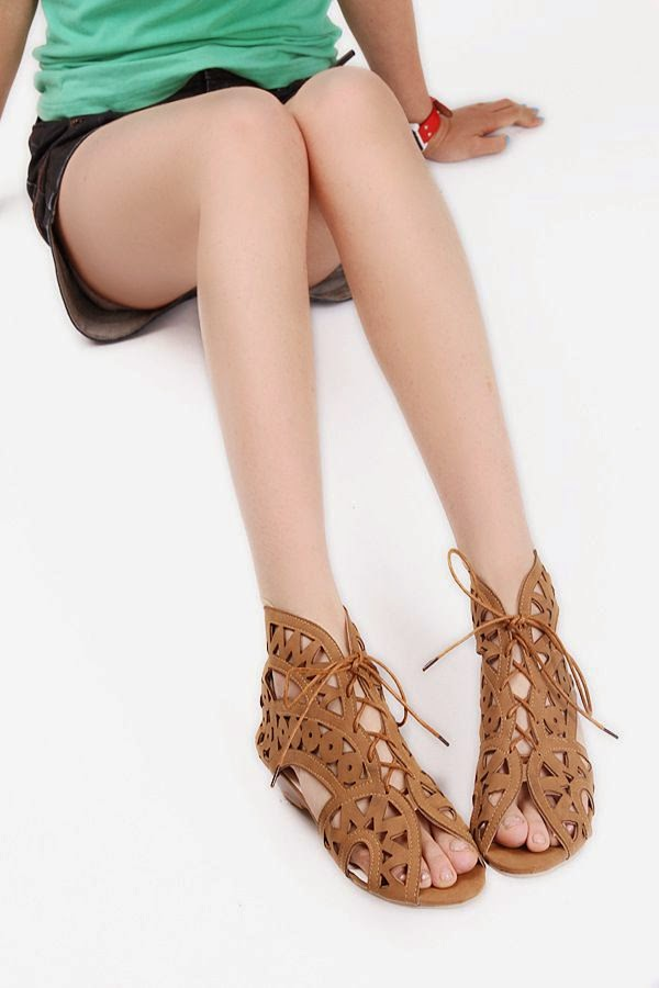 Lace Hollow Sandals