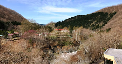 滝上の渓谷