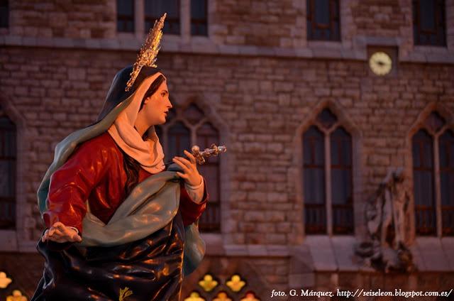 Nuestra Señora de la Luz. Cofradía Santo Sepulcro Esperanza de la Vida. León. Foto. G. Márquez