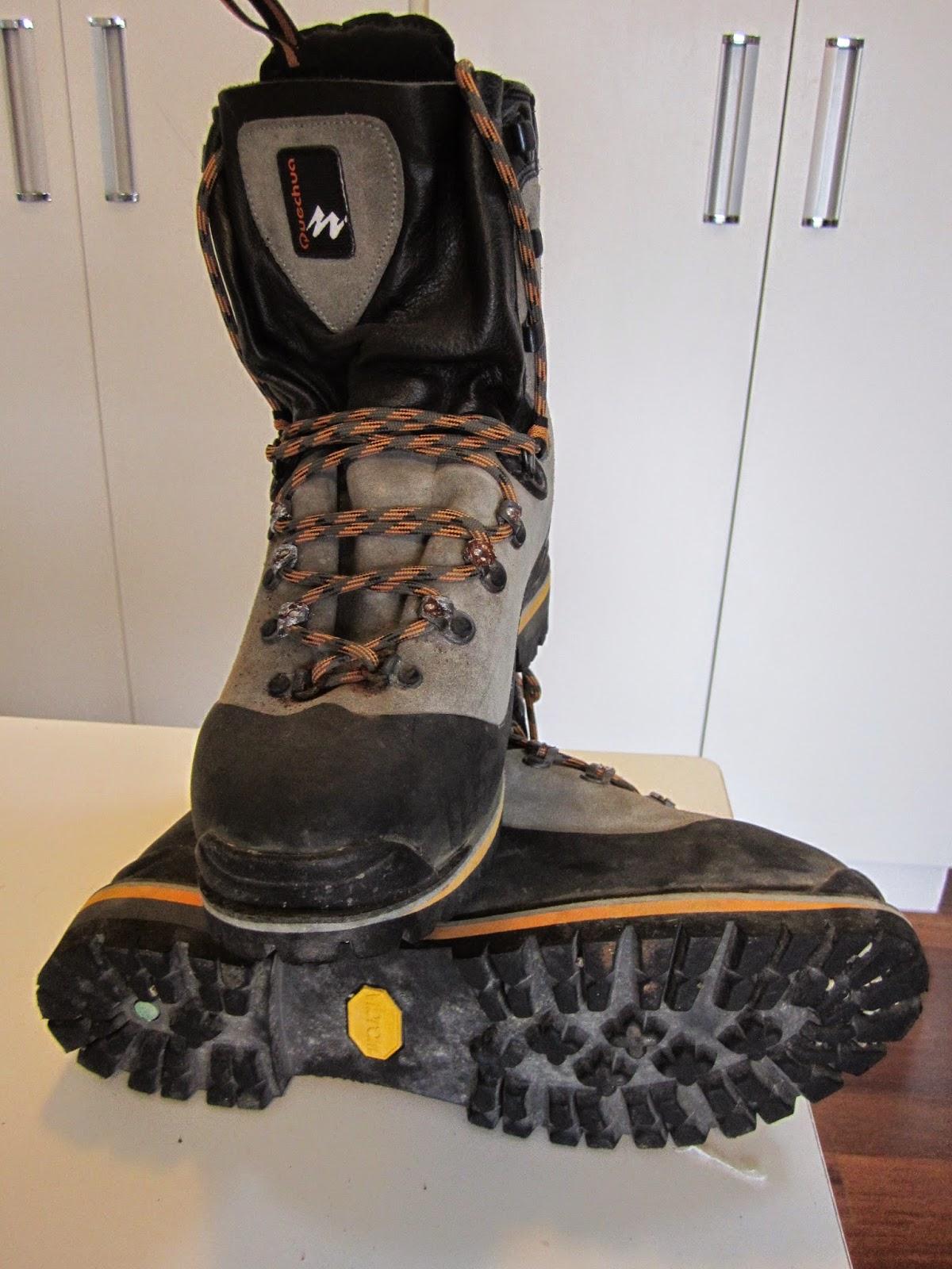 0215ecc35 Esta bota é um modelo de Alta Escalada, especificamente para conquistas  acima da fixa dos 6.000 MTS, que eu comprei em 2006 para realizar a  escalada do mais ...