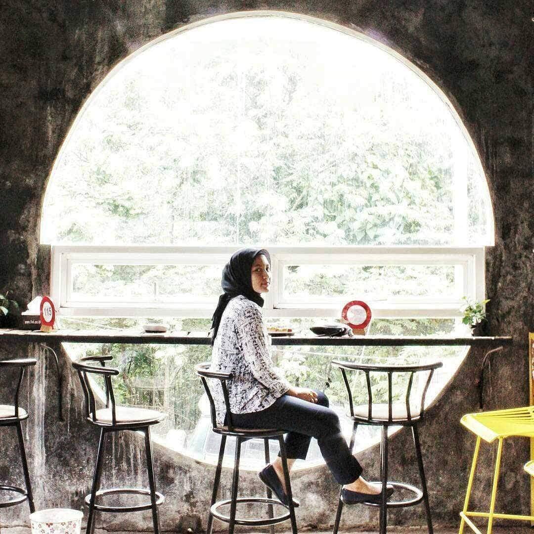 Cafe giri hills dengan konsep kekinian