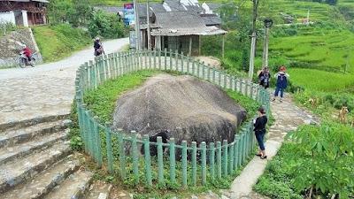 Bãi đá cổ nổi tiếng