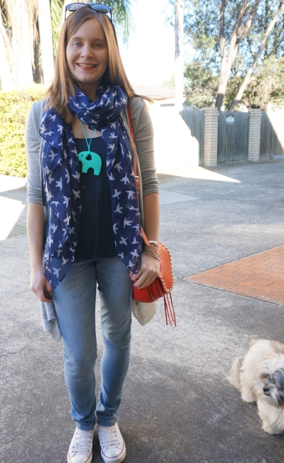 Brestfeeding friendly zoo outfit: bird print scarf, elephant teething necklace skinnies cardi | AwayFromBlue