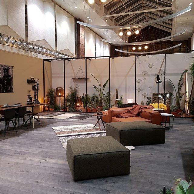 Schön gemütlich auf der Kölner Möbelmesse imm cologne 2017: vosgesparis in Terrakotta, Schlamm und Schiefer