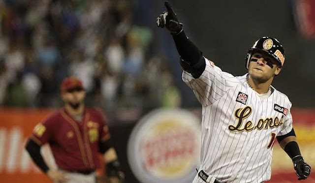 Uno de los importados más célebres en los últimos años de la Liga Venezolana de Béisbol Profesional hizo su estreno este sábado.