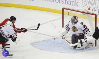 blackhawks Corey Crawford shines again in net