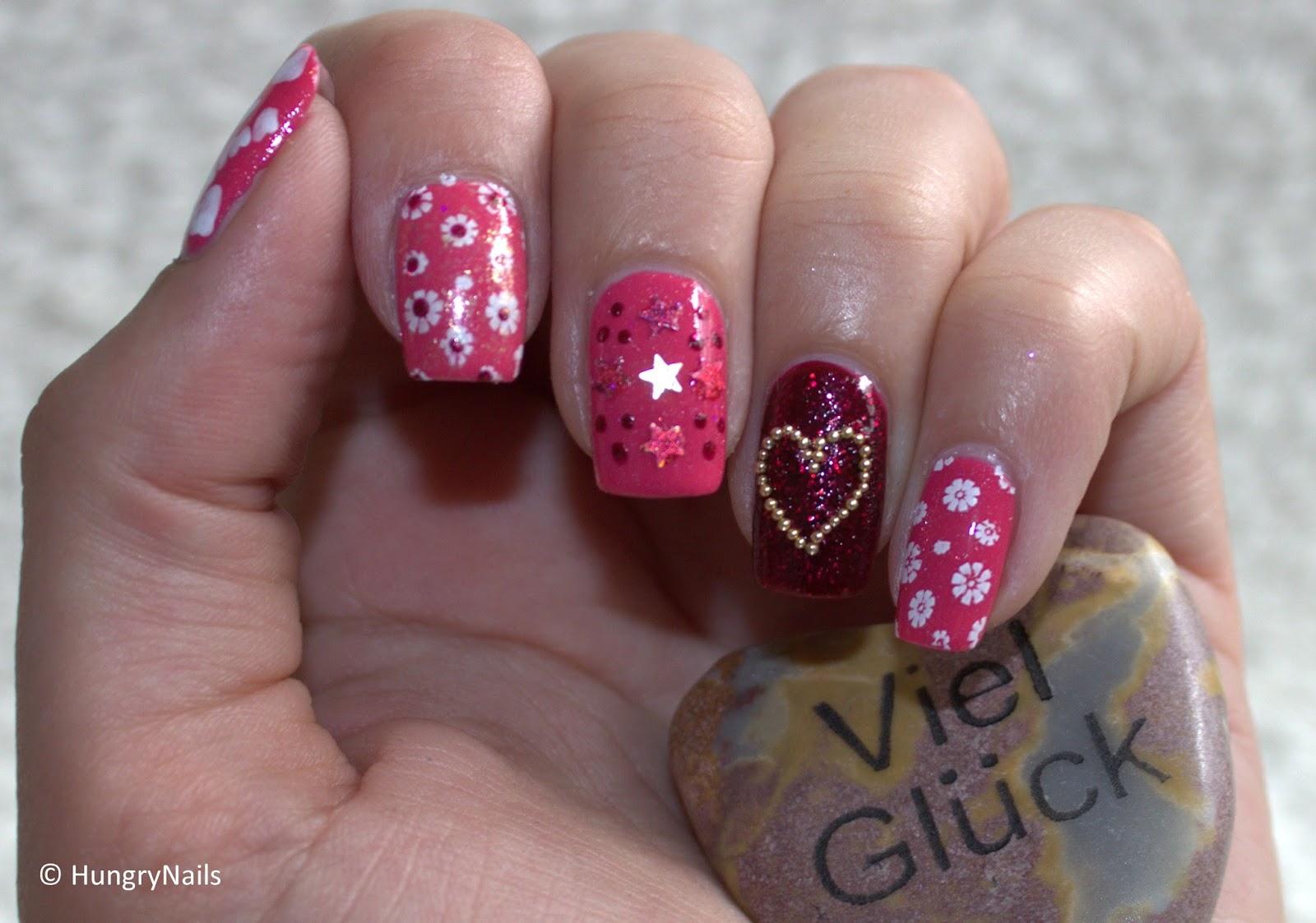 http://hungrynails.blogspot.de/2014/05/skittle-nails-fuer-mama.html