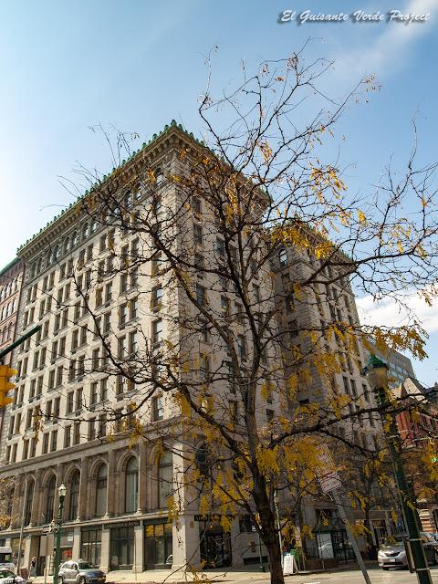 University Building - Syracuse, NY por El Guisante Verde Project