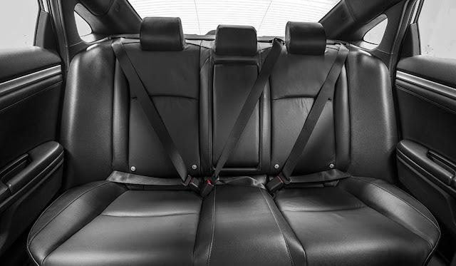 Novo Honda Civic Touring 2017 - espaço traseiro