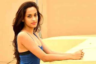 Artis-Penyanyi-Wanita-Bollywood-Shweta-Pandit