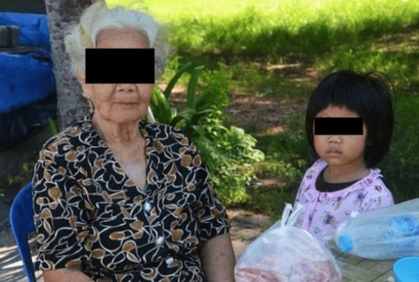 Arrestan a mamá por robo, ella solo quería regalar muñecas a su hija