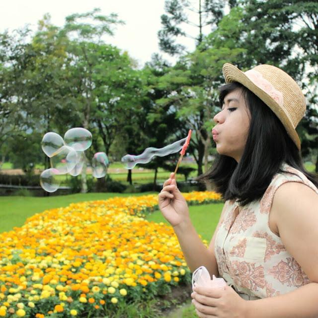 pemotretan di taman bunga nusantara