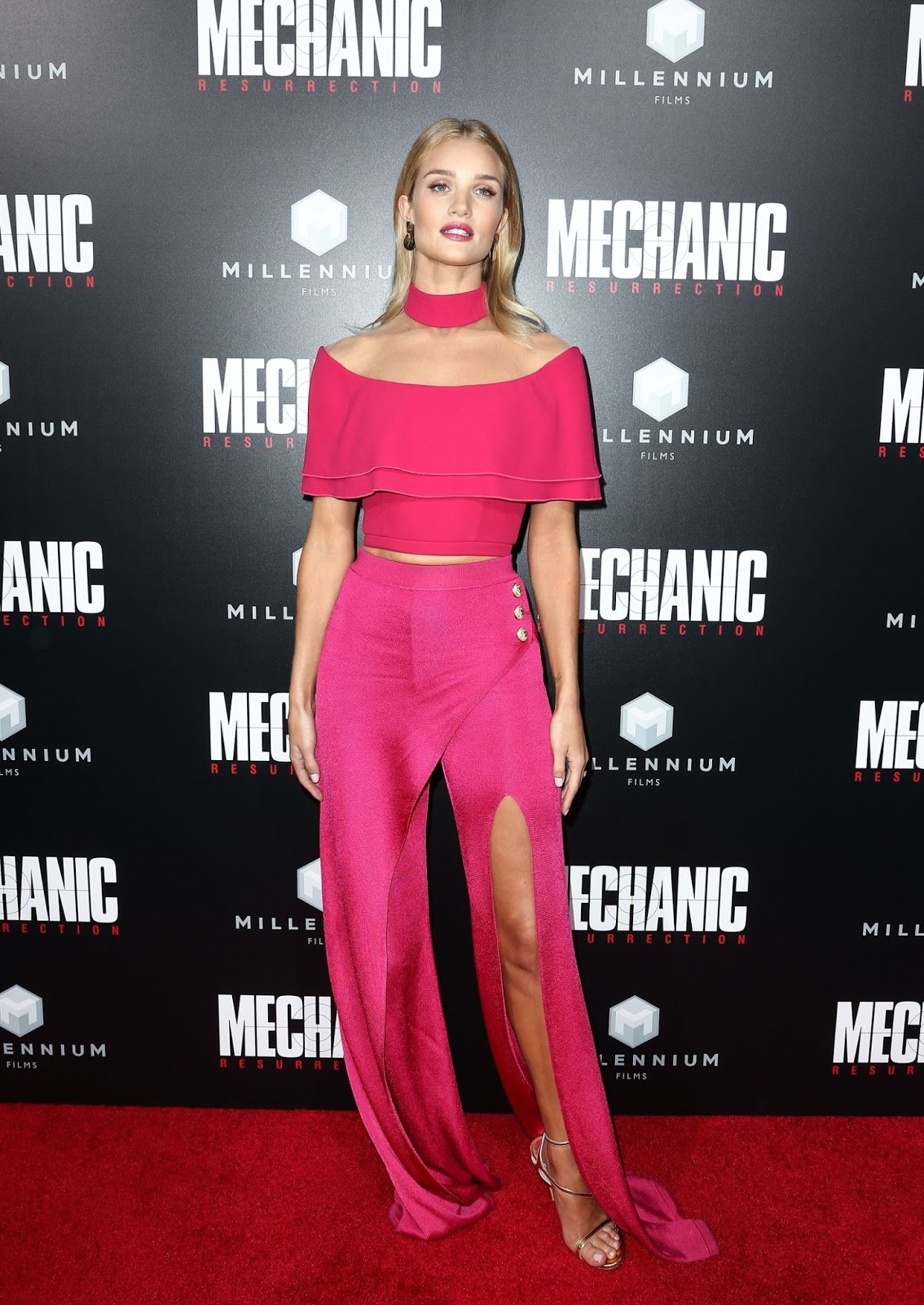 Rosie Huntington-Whiteley wears Balmain to the 'Mechanic:Resurrection' premiere in Hollywood