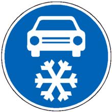 Panneau signalisation voiture en hiver