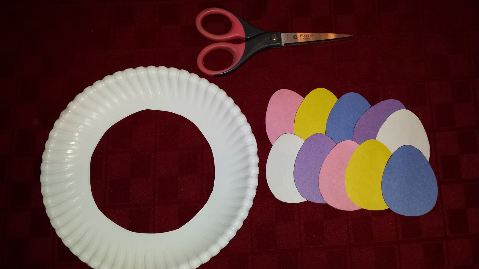 simple easter construction paper craft i cut out some egg shapes from construction paper using a 7150