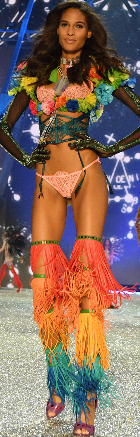 Cindy Bruna 2016 Victoria's Secret Fashion Show