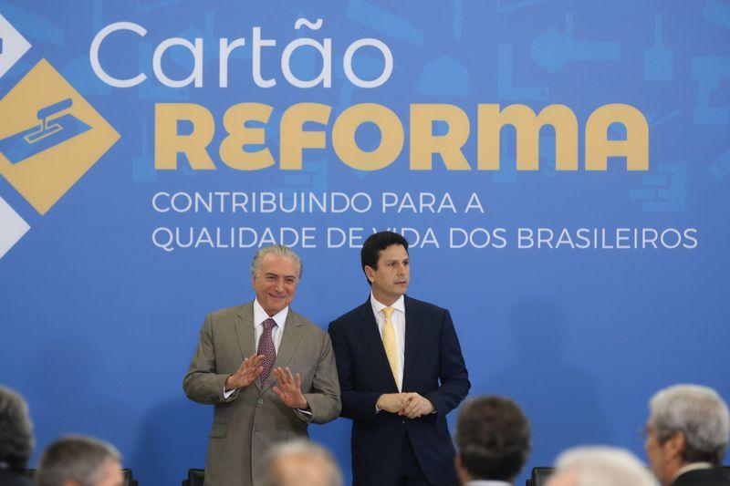 O presidente Michel Temer e o ministro das Cidades, Bruno Araújo, lançam o Cartão Reforma, no Palácio do Planalto (Valter Campanato/Agência Brasil)