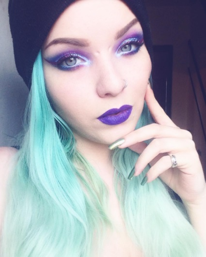 12 Pastel Goth Makeup and Outfits to Inspire You Instagram mothqueenmakeup pastel green hair