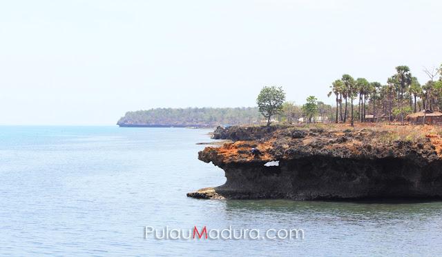 Pantai Ropet di Pulau Giliyang