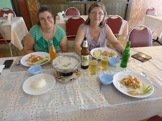 platos típicos tailandeses, Talad Neon Nigth Market, Bangkok, Tailandia, La vuelta al mundo de Asun y Ricardo, vuelta al mundo, round the world, mundoporlibre.com