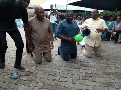 See Mr Big Grammar, Patrick Obahiagbon Kneeling To Beg For APC Delegates' Votes
