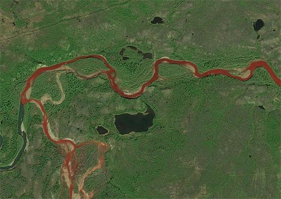 Imagem de satélite do Rio Daldykan que ficou vermelho