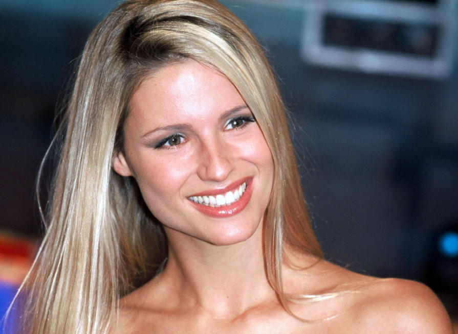 La risposta di Michelle Hunziker al Blue Monday in un Video Divertente