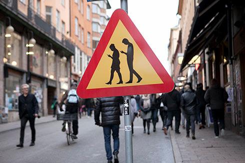 http://blogg.dn.se/epstein/2015/11/14/varning-for-mobilister-pa-gotgatan/