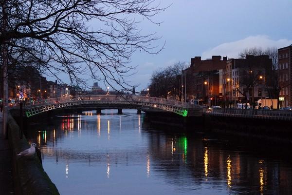 dublin liffey ha'penny bridge lever soleil sunrise pont