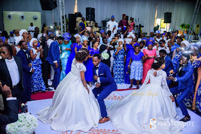 Wedding Photos of Twin Sisters Who Got Married Same Day