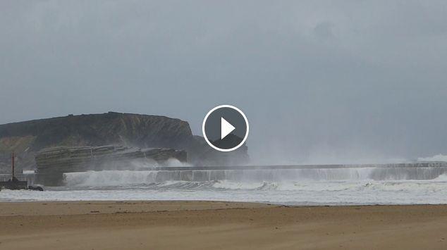 Temporal olas y viento en Gorliz 20171227