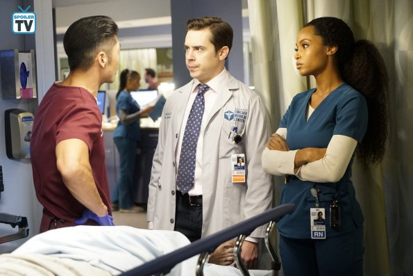 """NUP 185325 0284 595 Spoiler%2BTV%2BTransparent - Chicago Med (S04E11) """"Who Can You Trust"""" Episode Preview"""