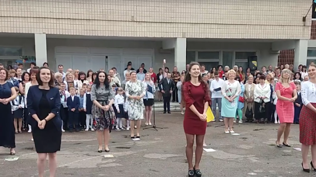 Як вчителі у Чорткові «запалювали» на святі Останнього дзвоника