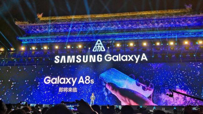 يمكن أن يكون لجهاز S10 تصميم مماثل لجهاز Galaxy A8S. الائتمان SamMobile