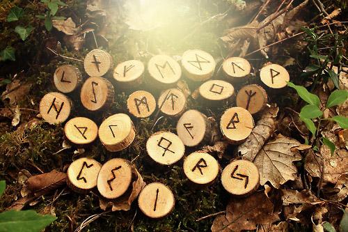 """Resultado de imagen de runas vikingas en madera"""""""