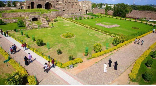 Tourist's  crowd to see Golconda Fort