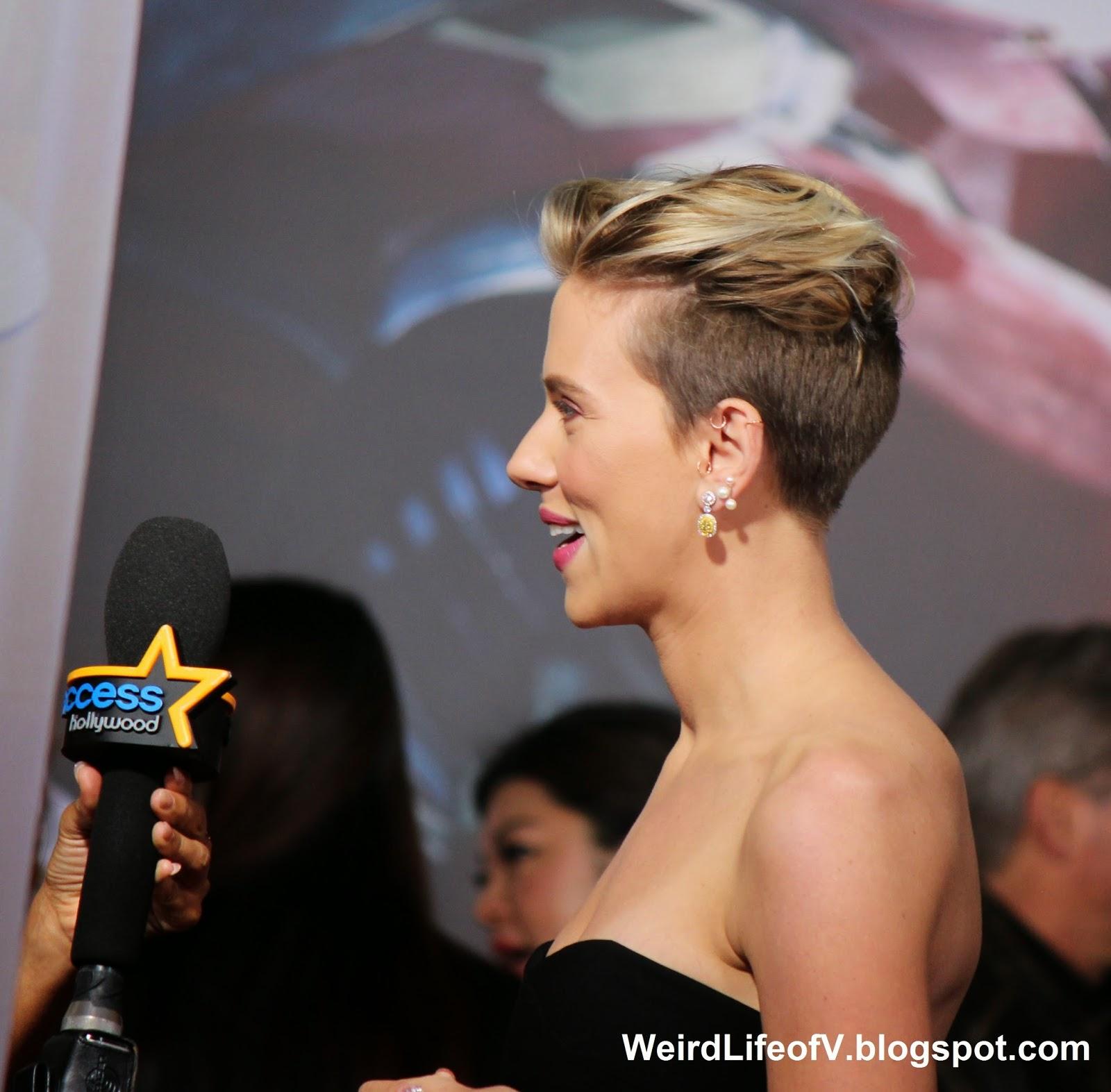 Scarlett Johanssen being interviewed by Access Hollywood