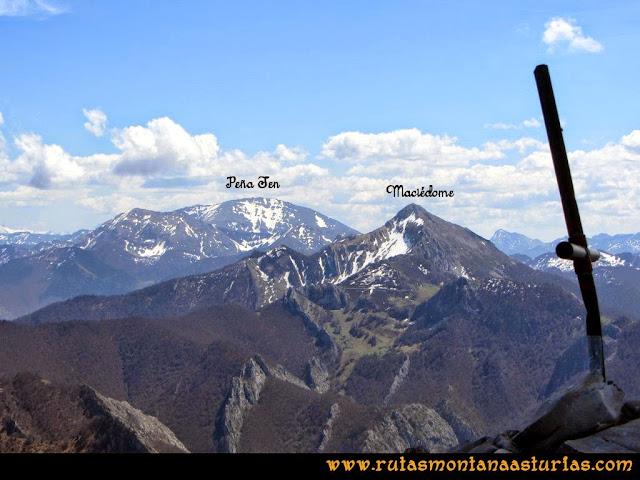 Ruta al Campigüeños y Carasca: Desde la Carasca, vista de Peña Ten y Maciédome