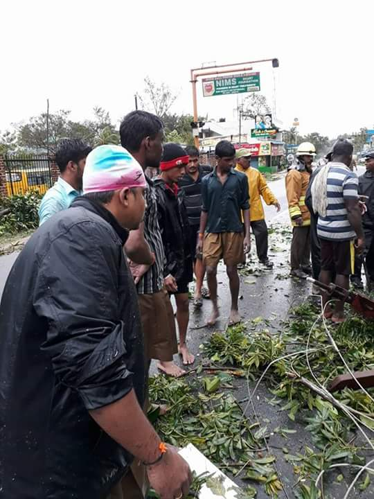 RSS volunteers toiling day and night at Kanyakumari Ockhi Cyclone
