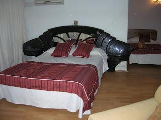 Habitación triple Hotel Montecarlo, Santiago de Chile, Chile, vuelta al mundo, round the world, La vuelta al mundo de Asun y Ricardo