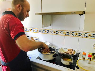 cocinando el pollo a la mantequilla