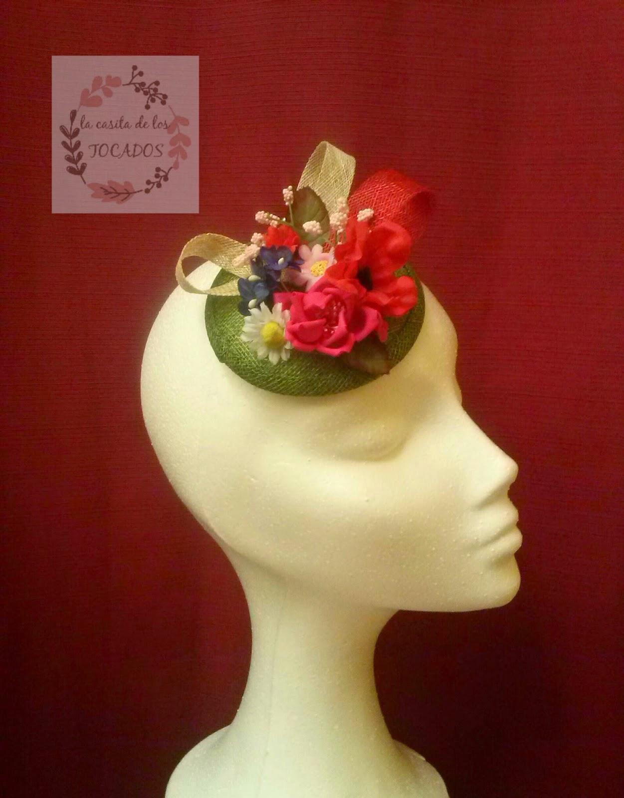 tocado con flores de colores variados de tamaño pequeño para boda