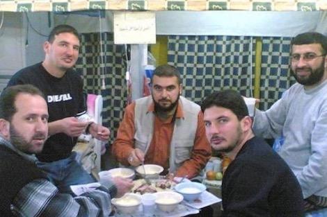 هكذا يقضي الأسرى الفلسطينيون شهر رمضان في سجون الاحتلال