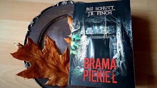 """Zapraszam Was do """"Bramy piekieł"""". Recenzja powieści Billa Schutta i J. R. Fincha."""