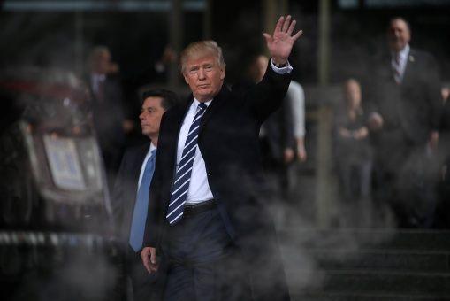Trump reacciona tras las protestas de las mujeres en su contra
