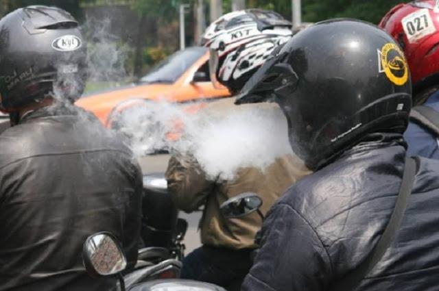 Merokok Saat Berkendara di Jalan Denda Rp 750 Ribu