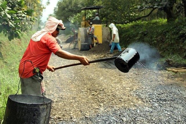 Private partnership cara Banyuwangi membangun jalan raya.