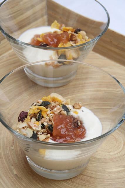 Rhabarber-Konfitüre im Dessert