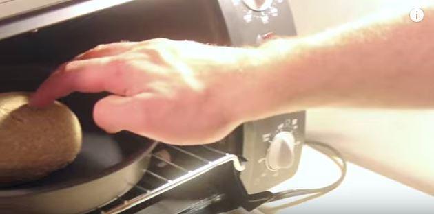 El hombre que gasto 1500 dólares y tardo  seis meses en hacer un Sándwich
