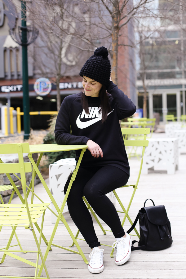 Naturally Me, My Style, Nike Sweatshirt, Black Sweatshirt, Athleisure Outfit, How to Wear Athleisure, Black Leggings, How to Wear Black Leggings, Converse, How to Wear Converse Sneakers, Backpack